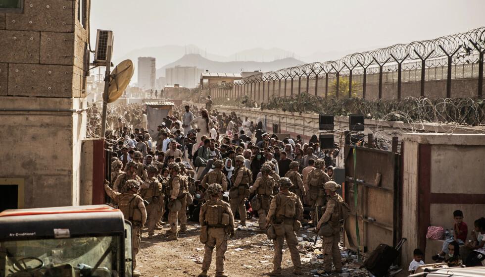 Flere av dem som er blitt igjen i Kabul, måtte gi opp å komme inn på flyplassen på grunn av kaoset som rådet. Foto: Staff Sgt. Victor Mancilla / U.S. Marine Corps via AP / NTB