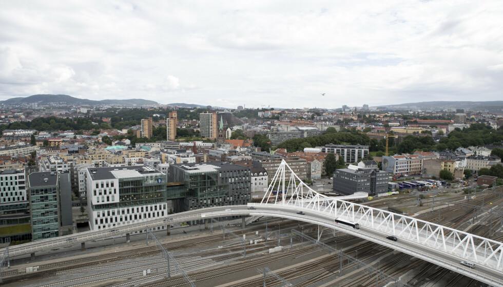 Oslo sentralstasjon med Tøyen i bakgrunnen. Foto: Torstein Bøe / NTB