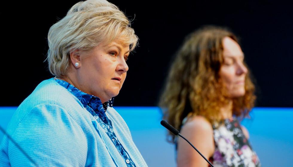 Statsminister Erna Solberg og Camilla Stoltenberg under en pressekonferanse om coronasituasjonen. Foto: Terje Pedersen / NTB