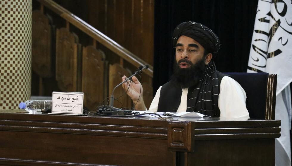 Taliban-talsmann Zabihullah Mujahid kunngjorde tirsdag hvem som skal sitte i Talibans nye regjering. Foto: Muhammad Farooq / AP / NTB