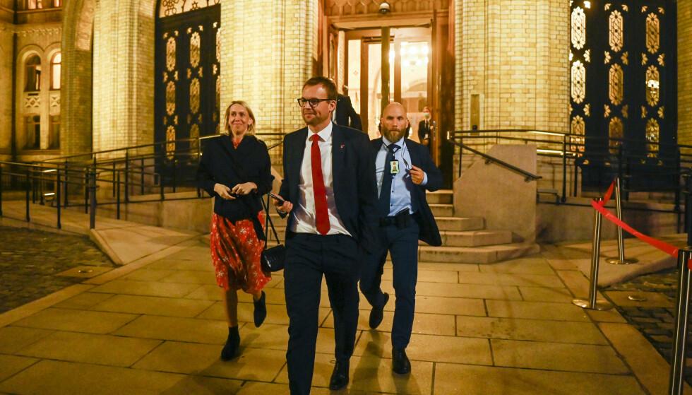 KrF-leder Kjell Ingolf Ropstad på vei ut fra Stortinget mandag kveld. Han tror KrF kan reise seg etter å ha gjort sitt dårligste valg siden 1936. Foto: Annika Byrde / NTB