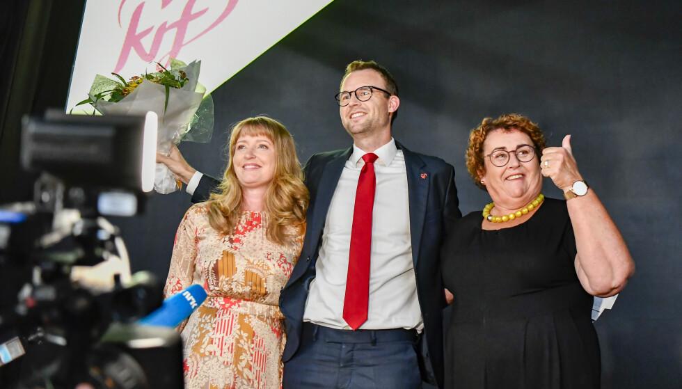 KrF-leder Kjell Ingolf Ropstad (midten) kom inn på Stortinget, det samme gjorde nestleder Olaug Bollestad (t.h.). Hadde partiet fått knappe 6.200 stemmer til, ville den andre nestlederen, Ingelin Noresjø, også hatt en mulighet til å komme inn. Foto: Naina Helén Jåma / NTB