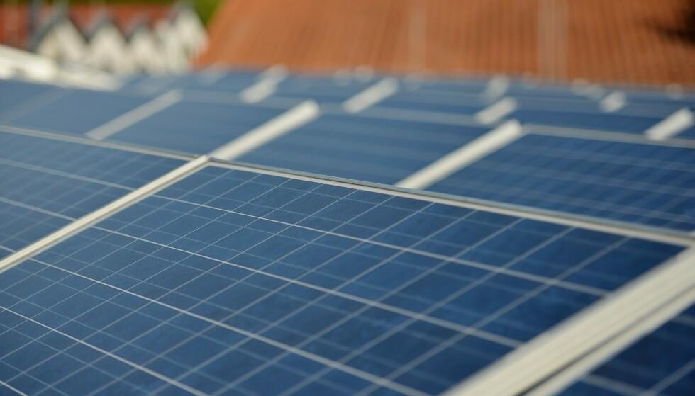 Overgangen til grønn energi koster. Men på sikt vil fornybar energi bli rimeligere, mener EUs klimasjef Frans Timmermans. Foto: Frank May / NTB