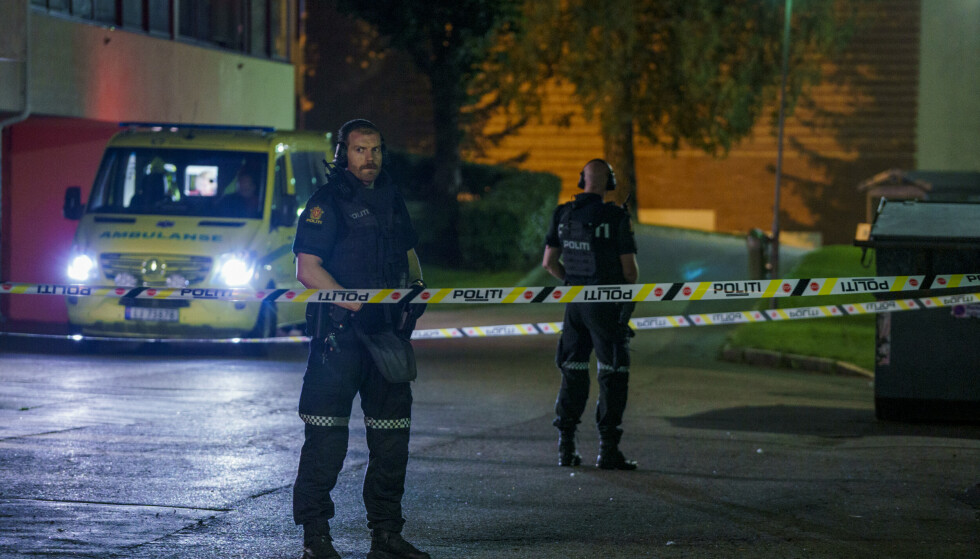Politi og ambulanse på stedet etter at to menn er funnet skutt på Trosterud i Oslo.Foto: Stian Lysberg Solum / NTB