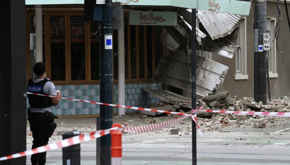 Det er meldt om skader på en rekke bygninger i blant annet Melbourne etter flere jordskjelv onsdag morgen. Det kraftigste hadde en styrke på 5,8. Foto: James Ross / AAP Image via AP / NTB