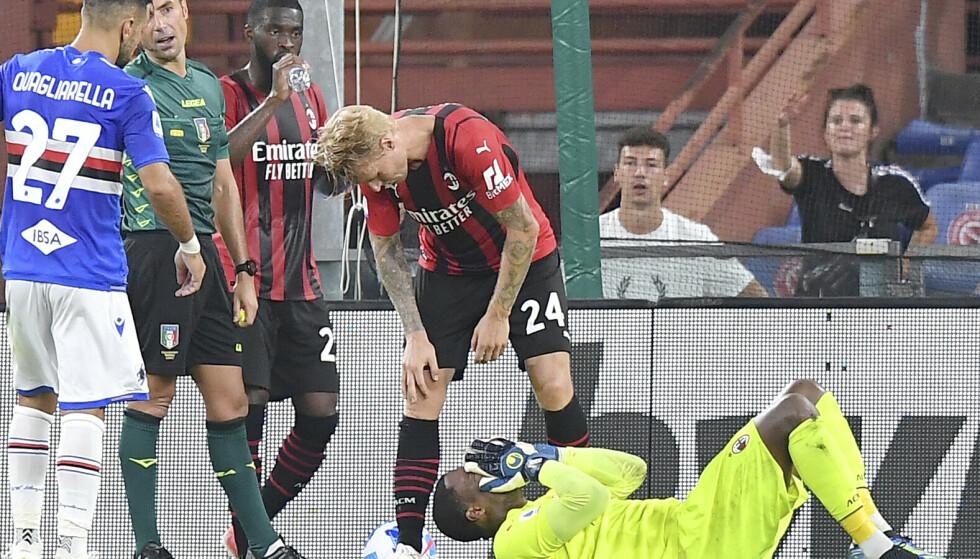Mike Maignan, her liggende på gresset i en kamp mot Sampdoria tidligere i sesongen, er oppgitt over rasistiske tilrop. Foto: Tano Pecoraro / LaPresse via AP / NTB
