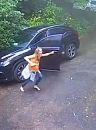 Image: Hyler etter å ha åpnet bildøren