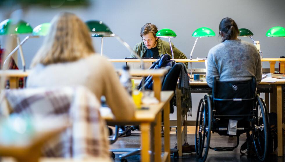 Studenter får stadig en større del av inntektene sine gjennom jobb. Foto: Håkon Mosvold Larsen / NTB.