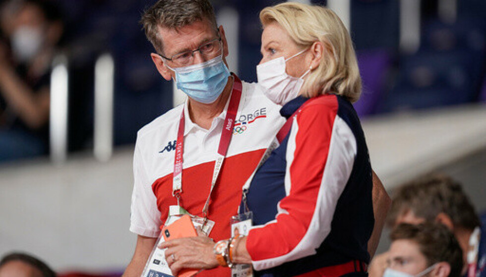 Idrettspresident Berit Kjøll, her med toppidrettssjef Tore Øvrebø under Tokyo-OL i august. Foto: Stian Lysberg Solum / NTB.