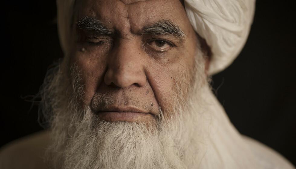 En av grunnleggerne av Taliban, mulla Nooruddin Turabi, sier at bevegelsen kommer til utføre straffer som henrettelser og kapping av hender. Foto: Felipe Dana / AP / NTB
