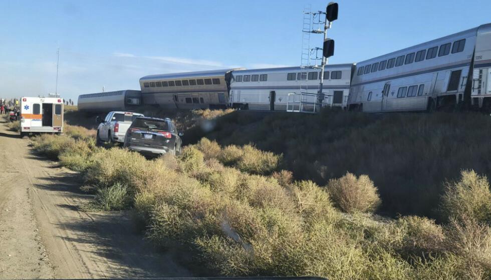 Sju av ti vogner sporet av, opplyser Amtrak. Foto: Kimberly Fossen via AP / NTB