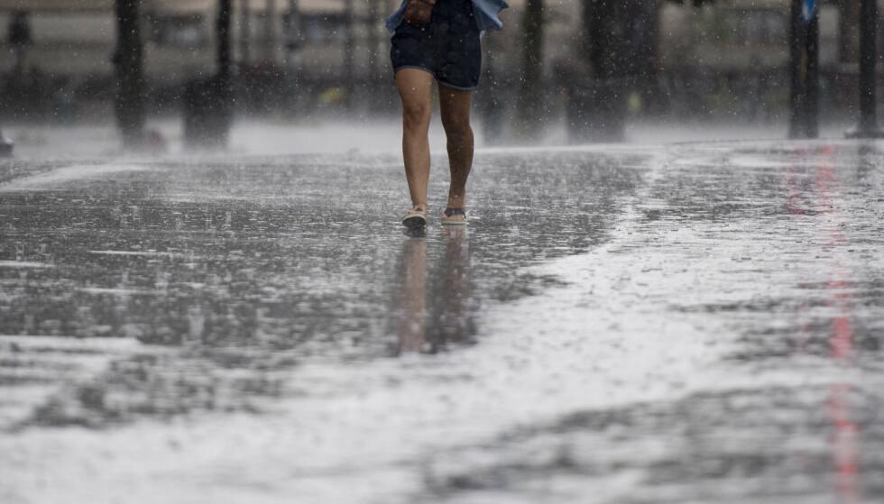 Det var kraftig regnvær flere steder på Østlandet mandag og natt til tirsdag. Illustrasjonsfoto: Jon Olav Nesvold / NTB