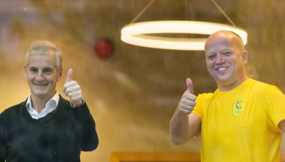 God stemning mellom Ap-leder Jonas Gahr Støre og Sp-leder Trygve Slagsvold Vedum torsdag formiddag. Foto: Terje Pedersen/NTB