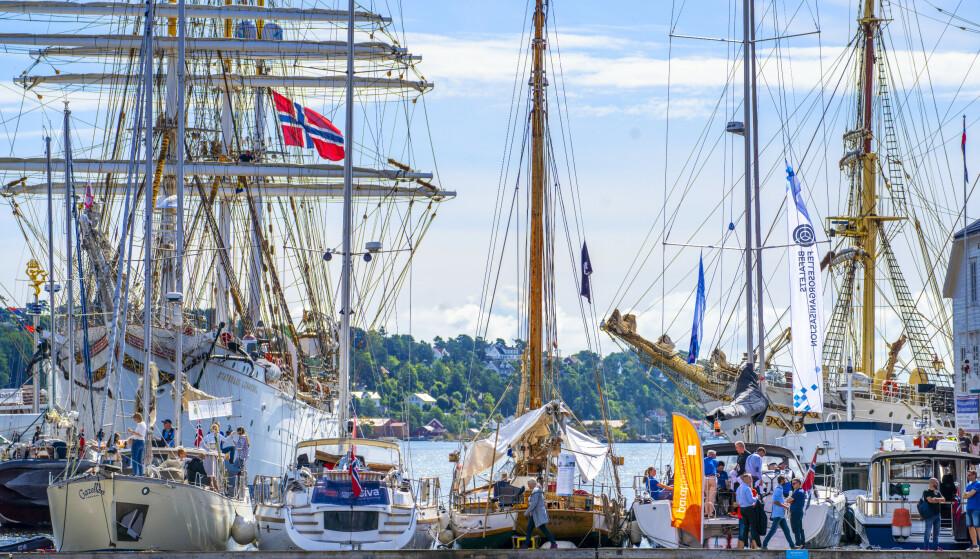 Båtene ligger tett i Pollen under Arendalsuka. Arendal er en av kommunene som ifølge KNBF har planer som truer både båt- og opplagsplasser. Foto: Ole Berg-Rusten / NTB