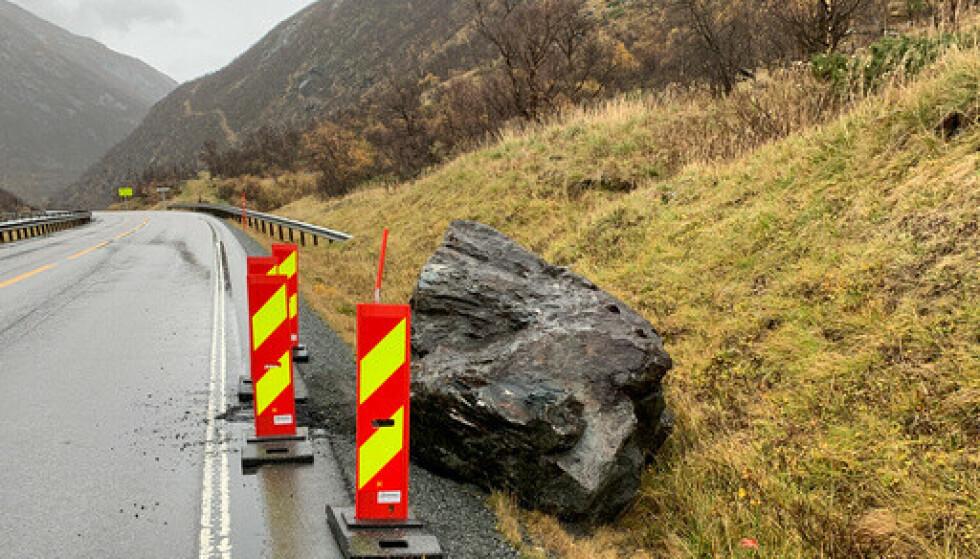Det raste langs E6 i Drivdalen søndag. Nå håper man på snarlig åpning. Foto: Trøndelag politidistrikt / NTB.