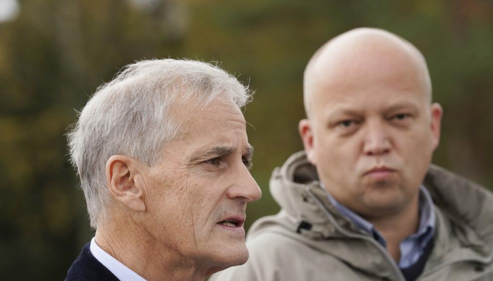 Trygve Slagsvold Vedum og Jonas Gahr Støre under en pause i regjeringsforhandlingene mellom Ap og Sp. Foto: Terje Bendiksby / NTB