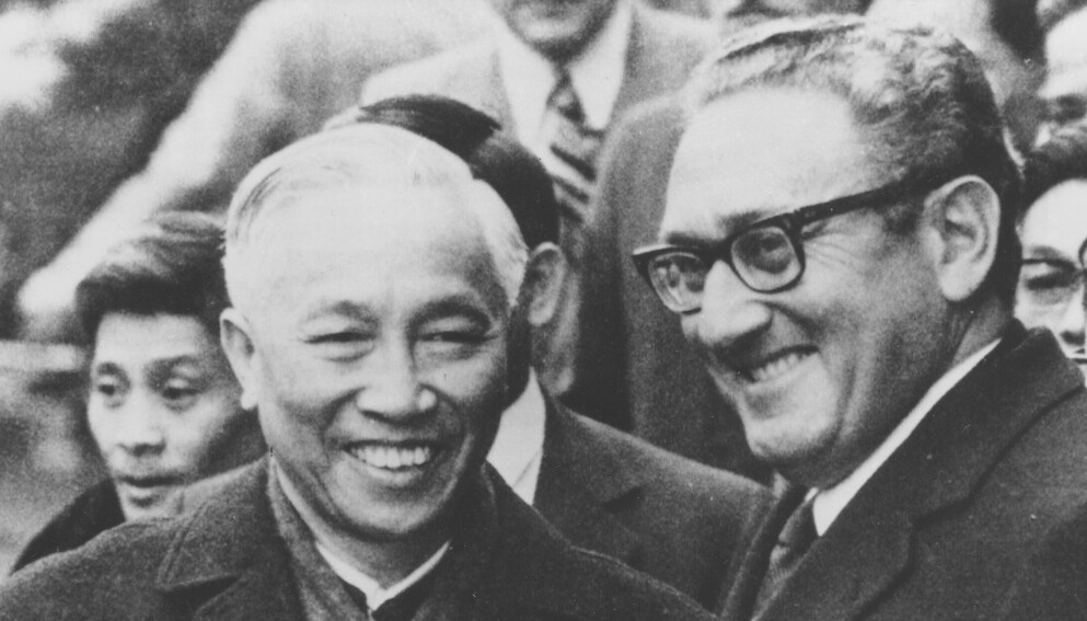 USAs utenriksminister Henry Kissinger og Nord-Vietnams sjefforhandler Le Duc Tho. (Foto: Ap/NTB)