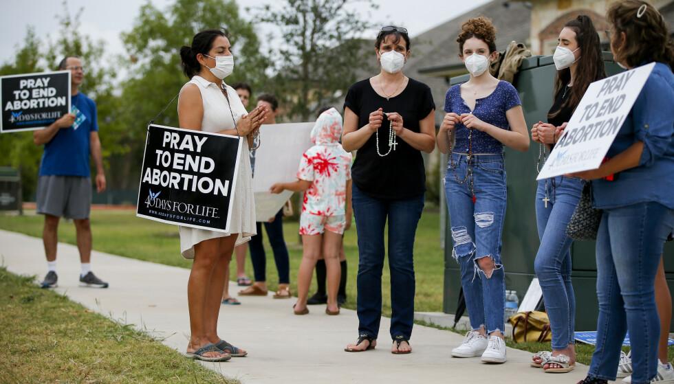 Abortspørsmålet er viktig for mange konservative amerikanere. Her demonstrerer abortmotstandere i McKinney i Texas. Foto: Brandon Wade / AP / NTB
