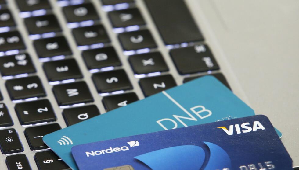 DNB opplyser at noen av deres kunder har mottatt SMS der det står at kortet deres er blokkert som en forholdsregel. Foto: Erik Johansen / NTB