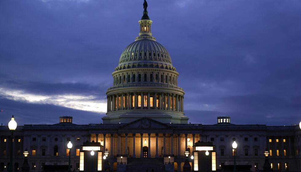Senatet er enige om en avtale som hever det amerikanske gjeldstaket og gjør at statsgjelda kan betales fram til desember. Finansdepartementet hadde advart mot at USA kom til å stå uten penger til å håndtere den enorme gjelda om gjeldstaket ikke ble hevet innen 18. oktober. Foto: J. Scott Applewhite / AP / NTB