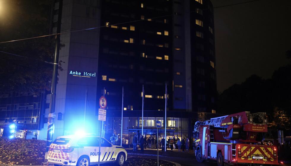 Det brant på et hotellrom på Anker Hotel i Storgata. Alle gjestene på hotellet ble evakuert, men ingen kom til skade. Foto: Fredrik Hagen / NTB