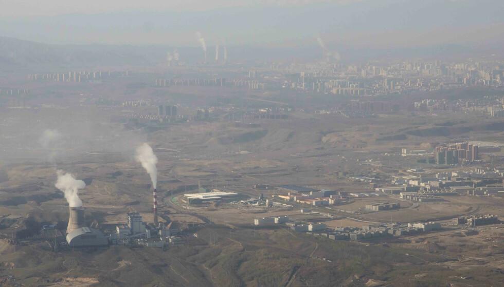 En rekke tiltak blir foreslått i rapporten fra WHO, blant annet et skifte bort fra kullforbrenning til fornybar energi. Arkivfoto: Mark Schiefelbein / AP / NTB