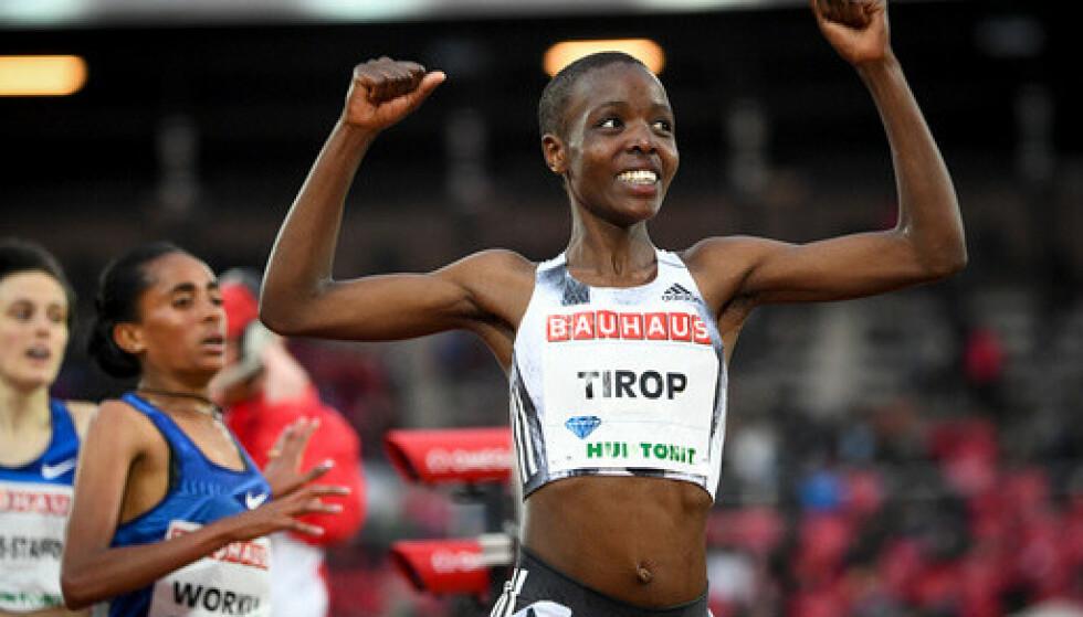 Agnes Tirop etter at hun vant 1500-meteren i Diamond League-stevnet i Stockholm i 2019. Foto: Fredrik Sandberg / TT News Agency via AP / NTB.
