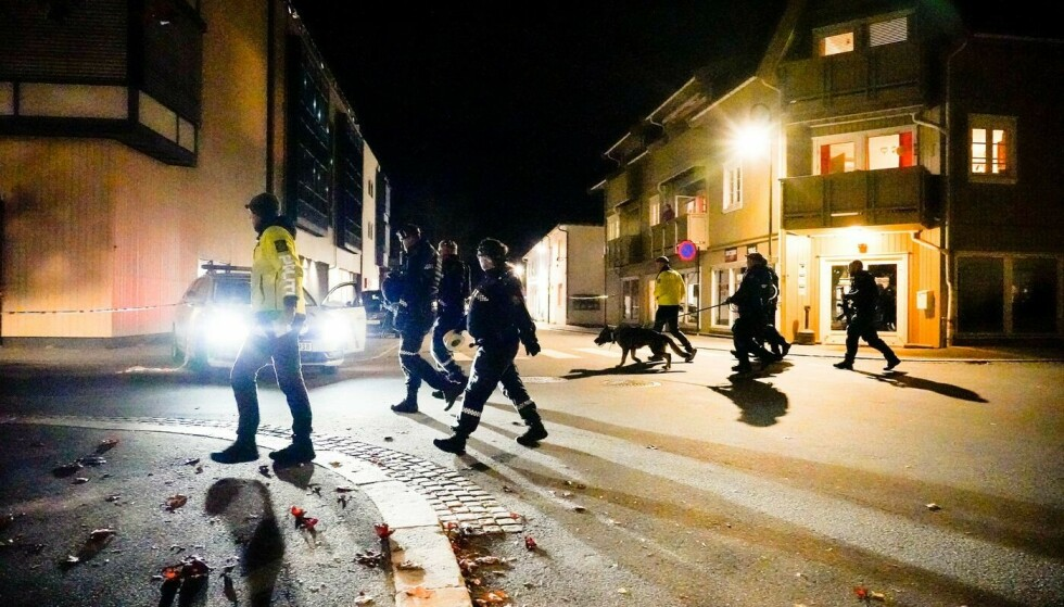 Politiet oppfordrer folk til å være varsomme etter rykteflom på sosiale medier etter Kongsberg-drapene. Foto: Håkon Mosvold Larsen / NTB.
