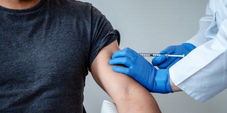 Image: Frykter press i vaksinekøen