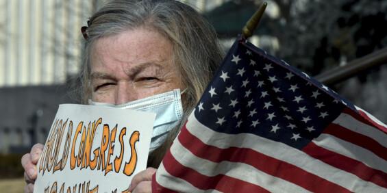 Image: Få og fredelige protester i USA