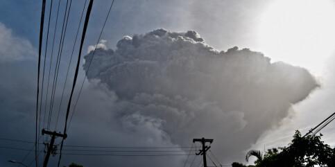 Image: Enorm askesky etter vulkanutbrudd i Karibia
