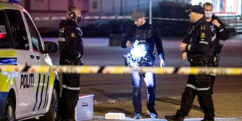 Image: Gjerningsmann på frifot etter drap i Tønsberg - undersøker bilbrann