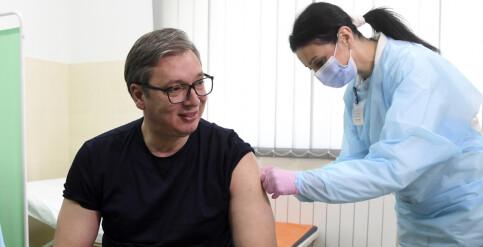 Image: Serbere får betalt for å vaksinere seg