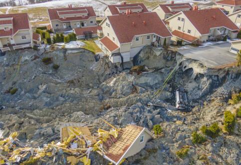 Image: To nye hus har rast ned i skredgropa i Gjerdrum