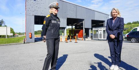 Image: Politiet setter krisestab for å løse flaskehals på grensen