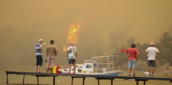 Image: Ferieparadis ble inferno i Tyrkia, mens brannene truer landbruket i Hellas
