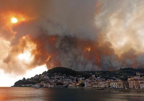 Image: Hellas kjemper mot «marerittbrann» utenfor Aten