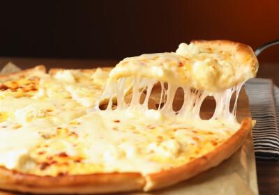 Image: Fransk kokk vil lage pizza med tusen oster